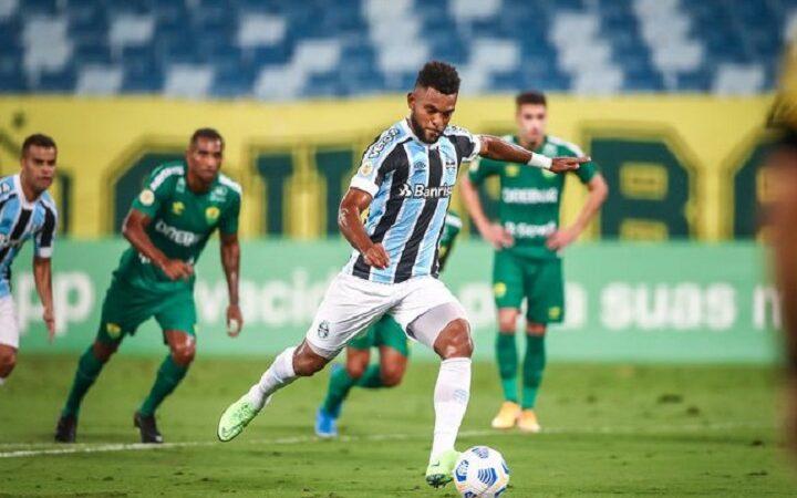 Grêmio bate o Cuiabá em jogo atrasado do Brasileirão