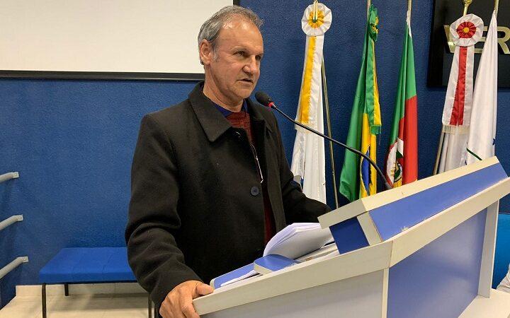 Prefeito João Luiz e secretário Leopoldo Farias participam de sessão na Câmara