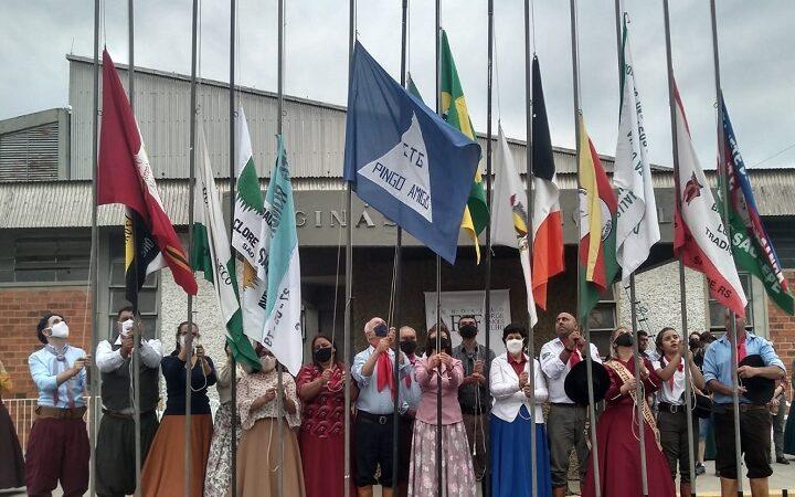 No dia do Gaúcho, tradicionalistas saem às ruas para Cavalgada Farroupilha
